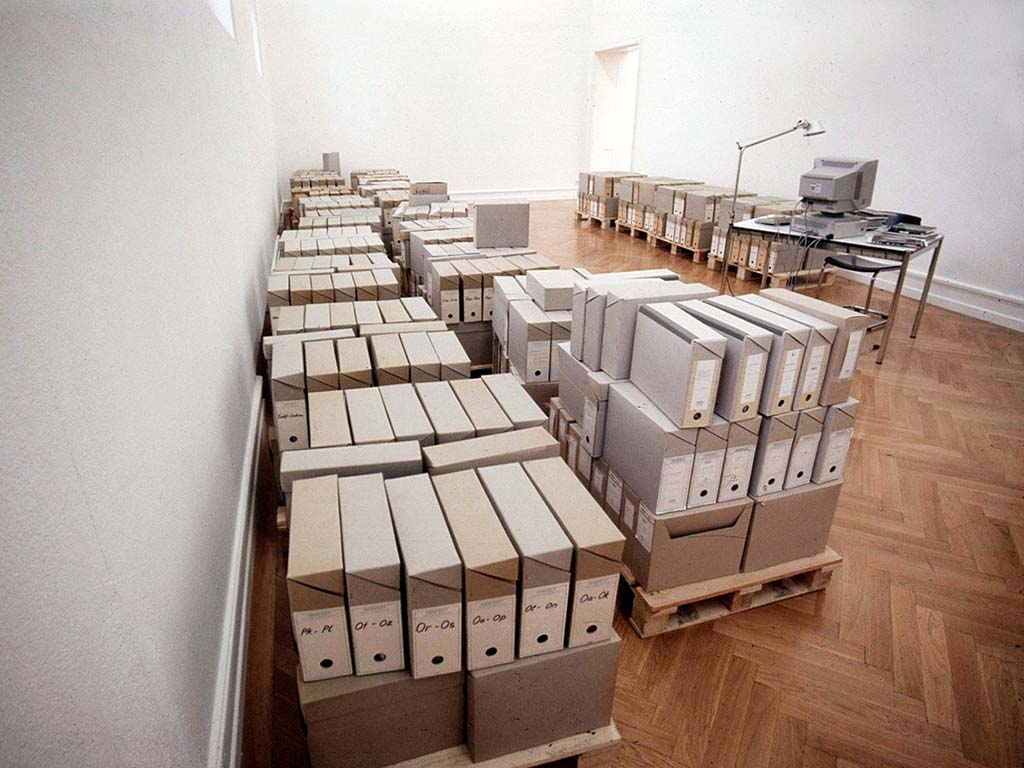 Fig. 1. Andrea Fraser, Information Room in Genius Loci, Kunsthalle Bern, 1998. Courtesy of Kunsthalle Bern.